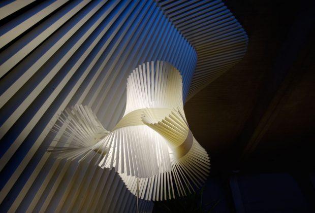 13 Llum penjant de sostre model Minimikado de Luzifer. Distribueix Squadra